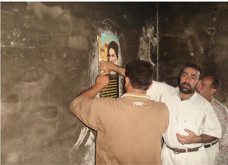 صورة السيد السيستاني التي نجت من الحريق DSC01631