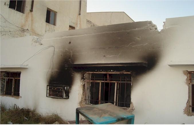 صورة السيد السيستاني التي نجت من الحريق DSC01639